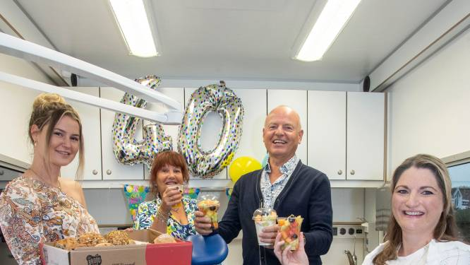 Hans (65) uit Enschede is al 40 jaar jeugdtandarts: 'Iedereen wordt geboren met een goed gebit'