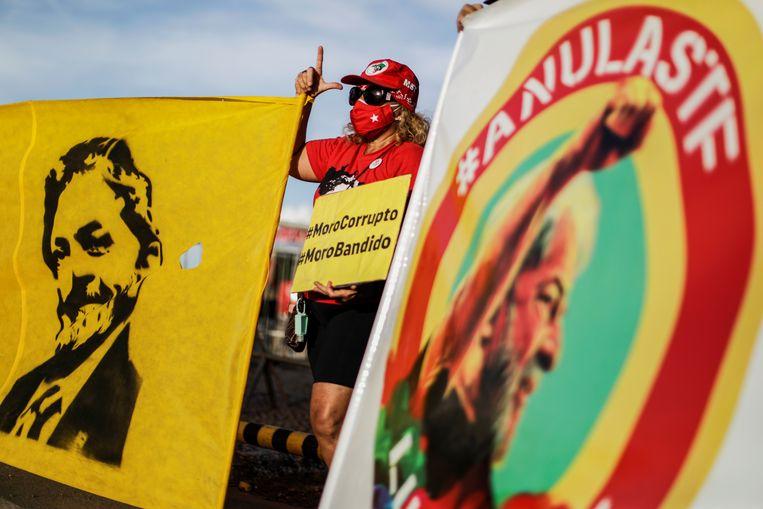 Aanhangers van Lula, zoals hij in de volksmond genoemd wordt, bij het hooggerechtshof. Beeld REUTERS