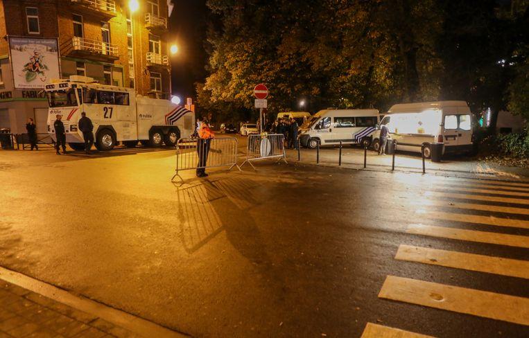 De politie zette vorig jaar de grote middelen in voor de match tussen Anderlecht en PSG, en met succes. Uiteindelijk bleef alles rustig rondom het stadion. Beeld BELGA