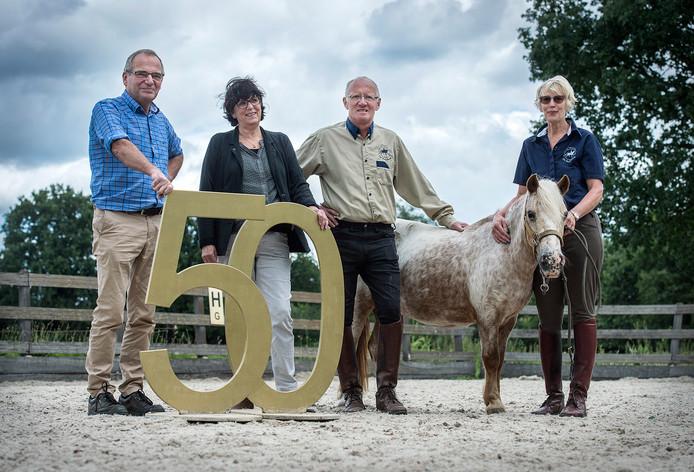 De familie Ullings vorig jaar bij het vijftig-jarige bestaan van Manege De Roosberg:  vlnr Wim, Anja, Ton en Stien Ullings.