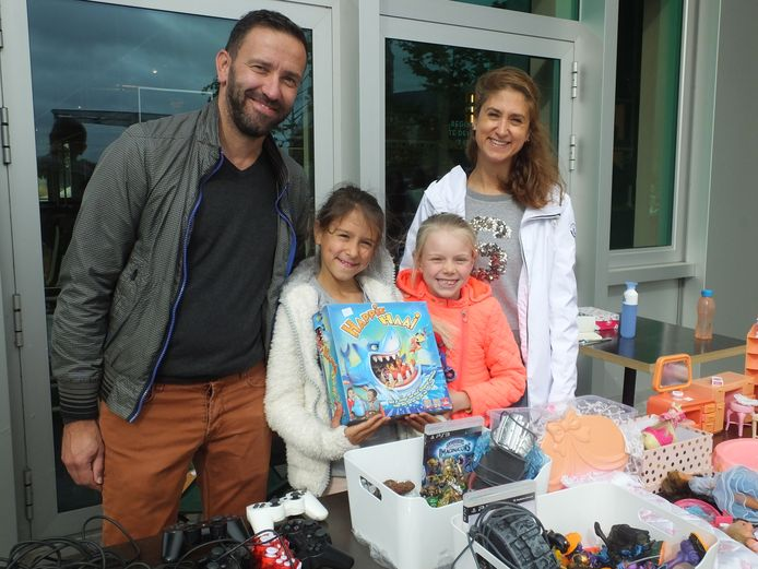 Boris Devreese en Sofie Wynsberghe met hun dochter Lauren en haar vriendin Lise.