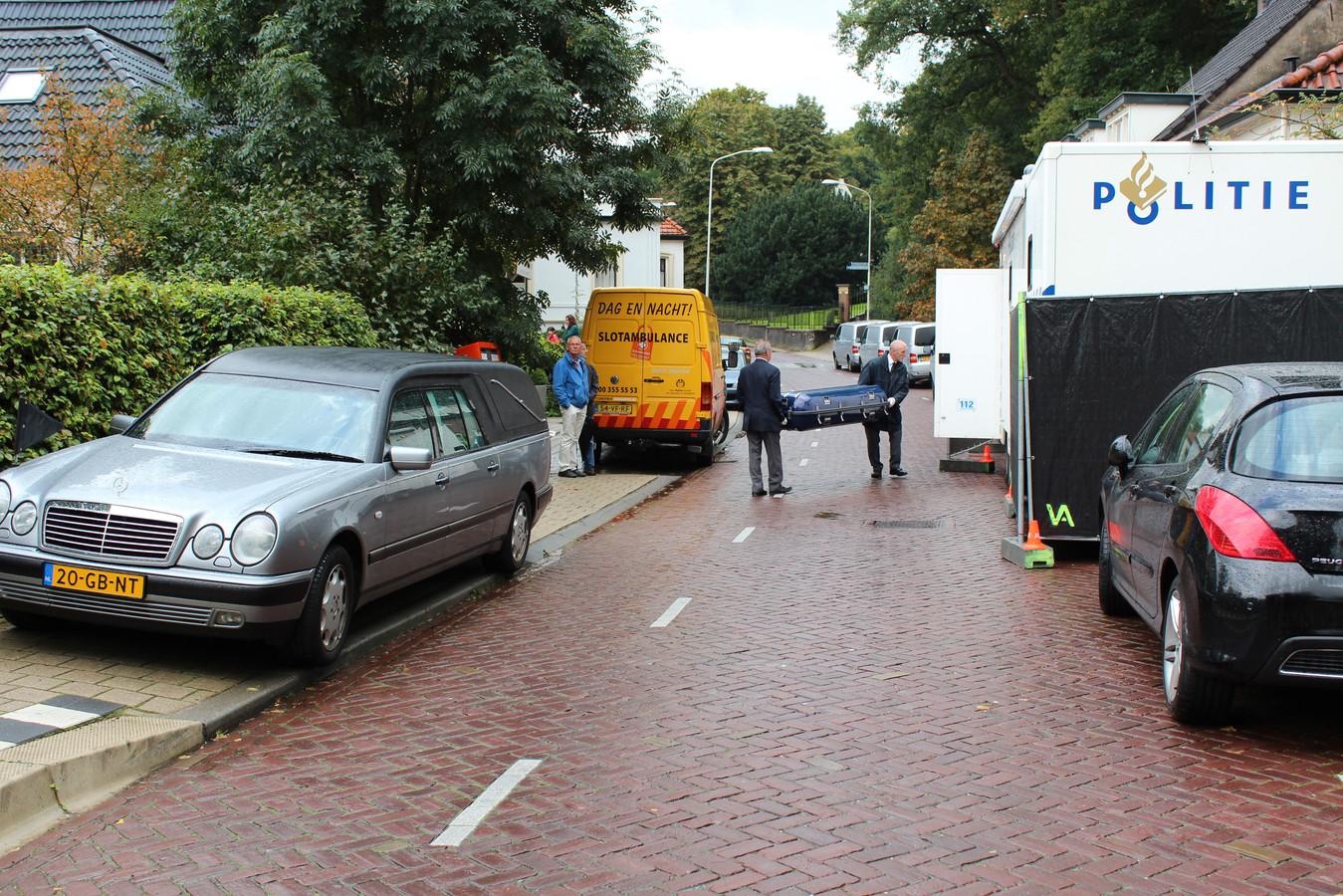 De politie onderzoek de dood van dominee Dick Piersma in zijn woning aan de Rijksstraatweg in Ubbergen.