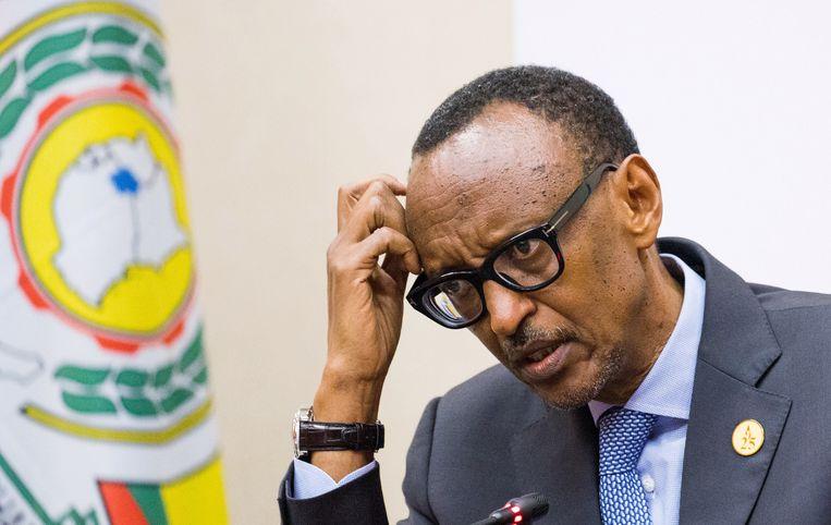 """""""Ex-lijfwachten van president Paul Kagame (foto) vertelden me dat hij daags na de massamoord in het voetbalstadion van Byumba  de plek van het bloedbad inspecteerde en beval om gewonden 'af te maken' en 'op te ruimen'.' Beeld REUTERS"""