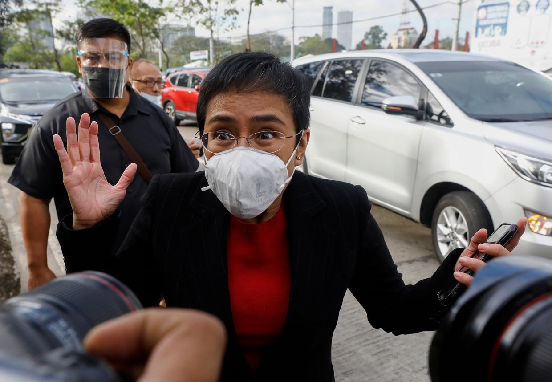 Maria Ressa, ceo van de Filipijnse nieuwssite Rappler, begin deze maand buiten de rechtbank in Manila.