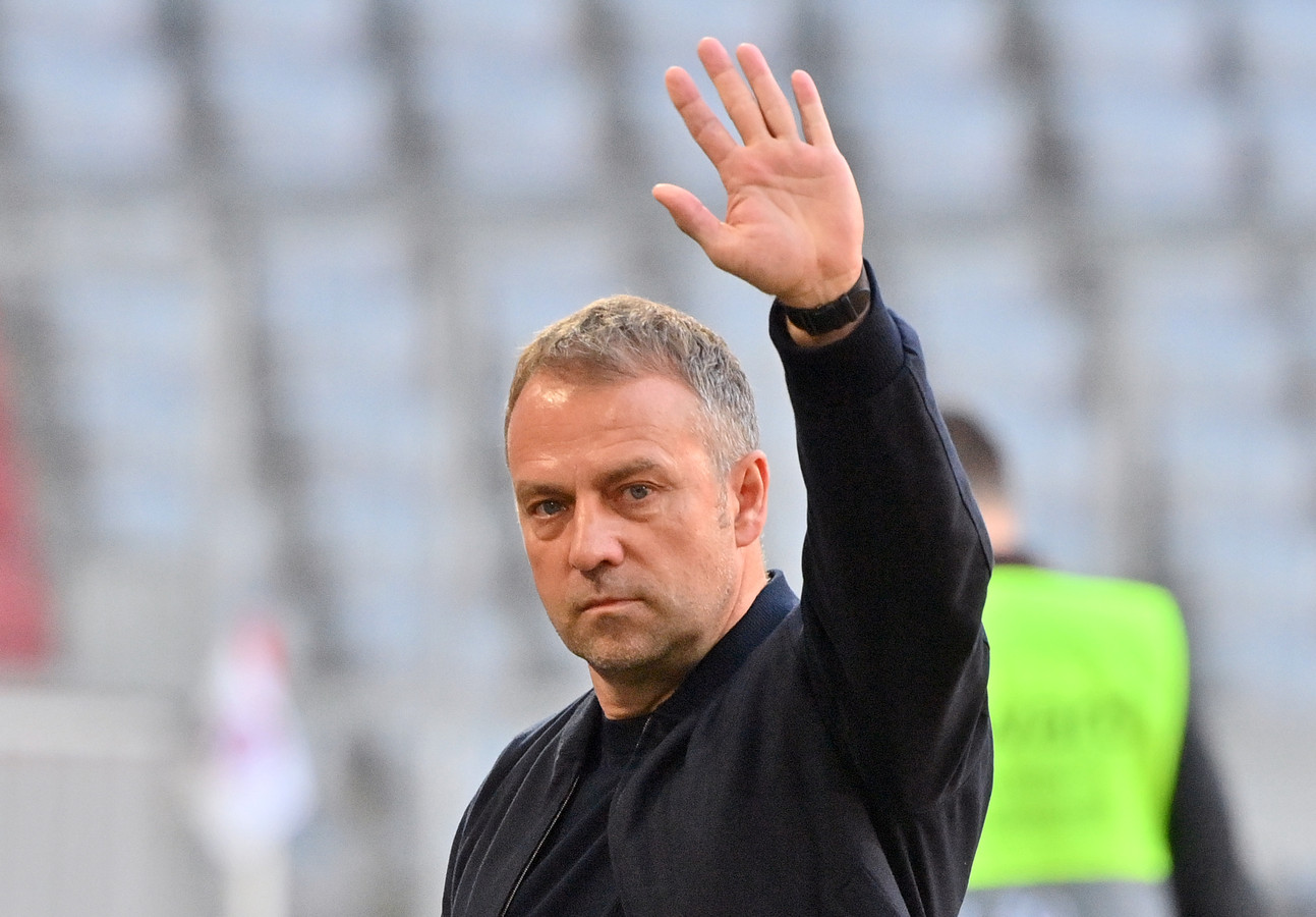 Succestrainer Hansi Flick neemt na dit seizoen afscheid van Bayern München.