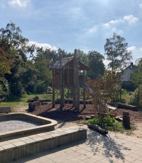 Kinderen in shock nadat vandalen boompjes vernielen kort voor opening van groen schoolplein in Zwolle