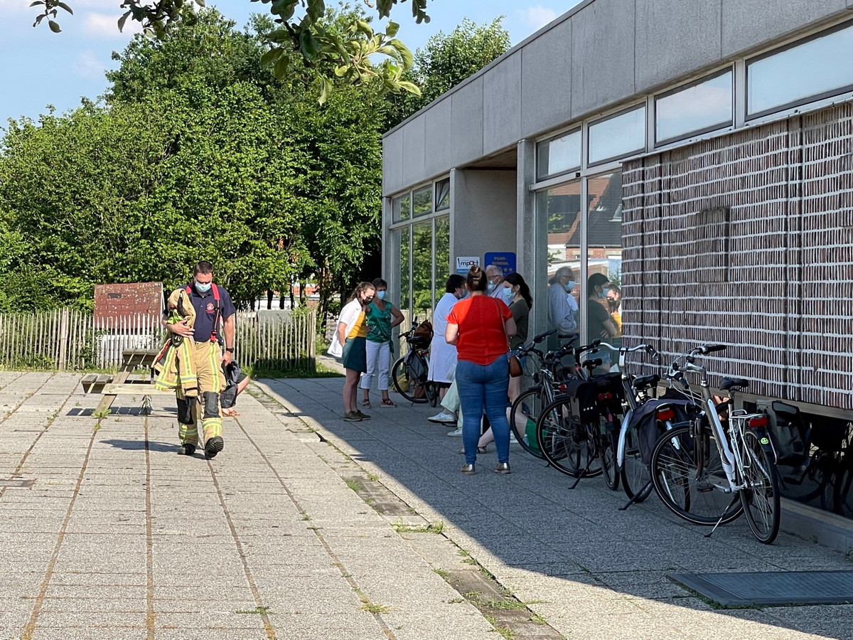 Een tiental aanwezigen moesten de gebouwen even verlaten.