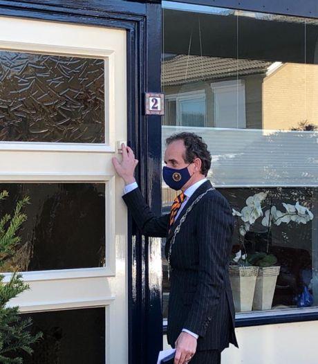 Burgemeesters van Berg en Dal, Heumen en Mook delen twaalf lintjes uit