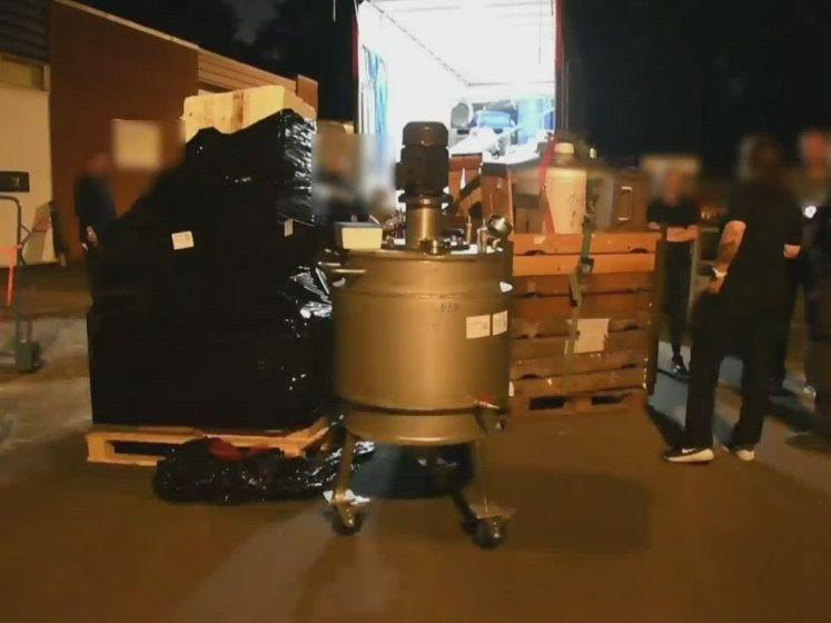 Arrestatieteam valt zeer groot drugslab Boekelo binnen