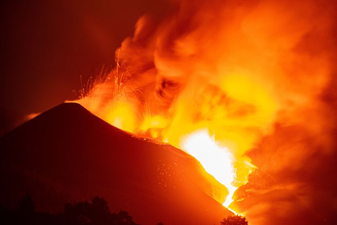 De vulkaan Cumbre Vieja is nu al zo'n 3 weken lang aan het uitbarsten.