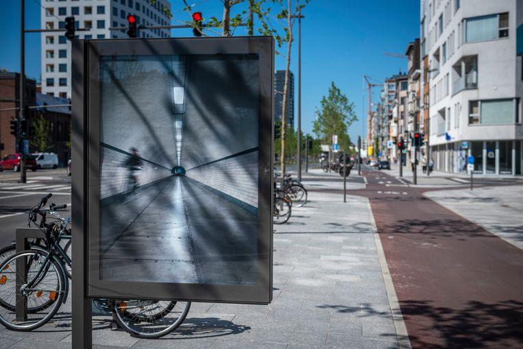 Het Billboard Project Antwerpen vroeg afstuderende master- en bachelorstudenten van de Koninklijke Academie voor Schone Kunsten en van Sint Lucas om de lege reclameborden in de straten in te palmen. Beeld RV/ Jonathan Ramael