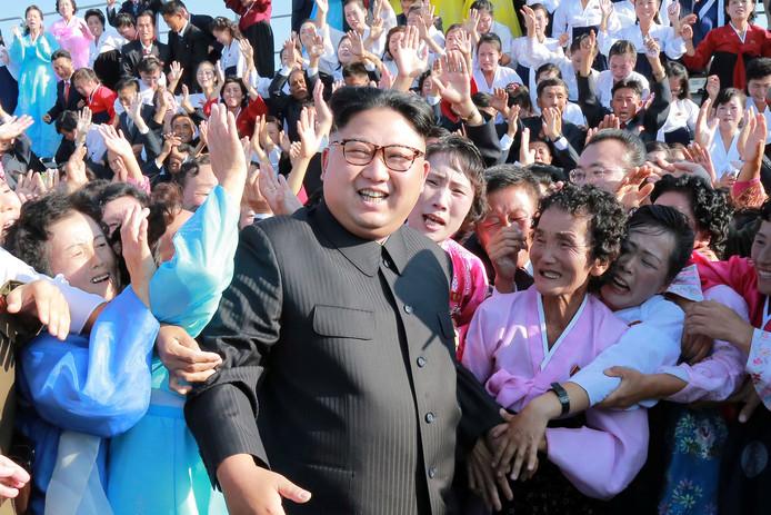 De Noord-Koreaanse leider en bevolking, nu nog zonder iPhones.