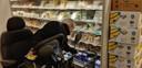 Gerrit Confurius heeft champignons nodig, zo staat op zijn boodschappenbriefje
