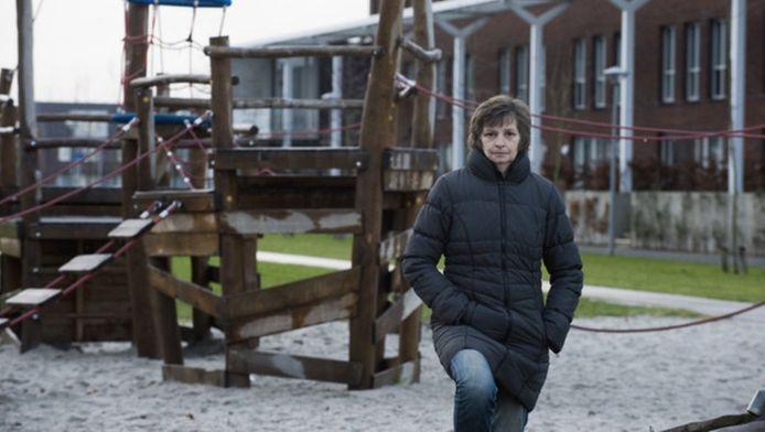 Netty van de Lustgraaf baalt van ponyrijders die geregeld door speeltuinen rijden terwijl er kinderen spelen.