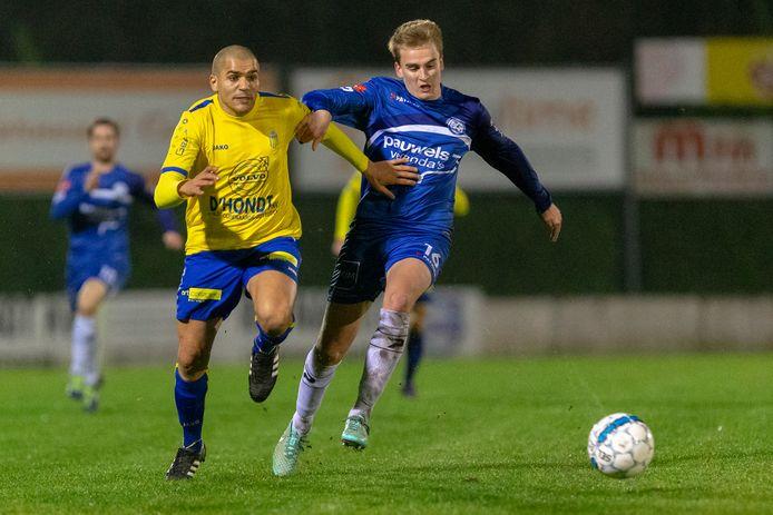 Brecht Hellebaut (rechts) kwam  in het tussenseizoen over van Elene-Grotenberge. In de eerste oefenwedstrijd met SV Sottegem tegen Buggenhout scheurde zijn achillespees volledig af. Hij is voor de rest van het seizoen out.