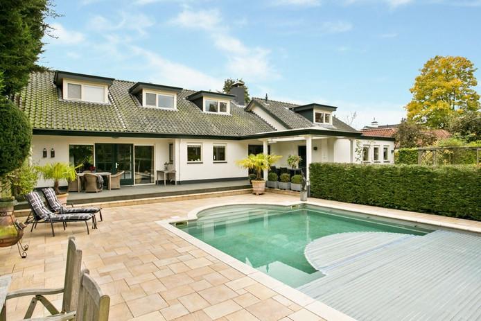 Gelegen tussen de Mark en het Mastbos is het nauwelijks mooier wonen dan in deze woning. Het een-na-duurste huis van dit weekend kost een slordige 1.495.000 euro.