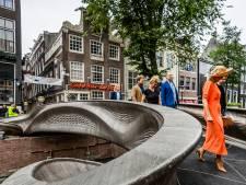 Koningin Máxima opent de eerste metalen 3D-geprinte brug ter wereld op de Oudezijds