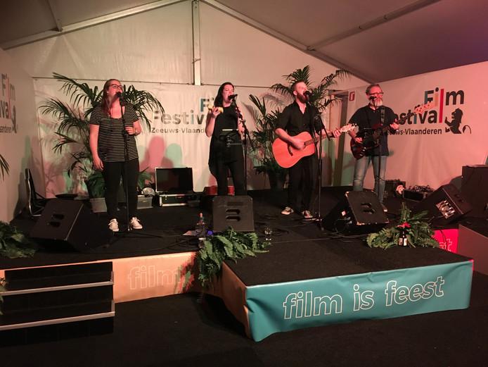 De zesde editie van FilmFestival Zeeuws-Vlaanderen werd zaterdagavond afgesloten met een slotfeest. 'The Good, The Bad & Bart' verzorgde de muziek.