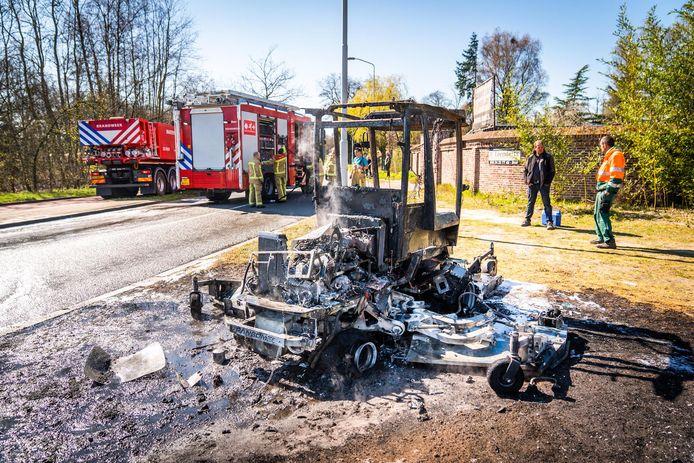 De zitmaaier vloog plotseling in brand.