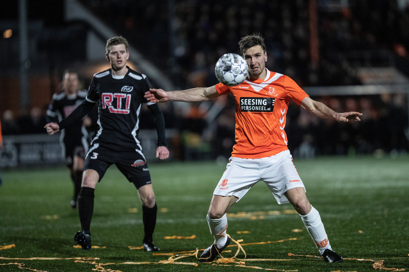 De KNVB hoopt nog op het uitspelen van de competities in het amateurvoetbal.