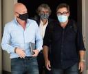 Stephane Pauwels en compagnie de son avocat, Sven Mary (à gauche), et Michel Matton, le journaliste qui a travaillé à la rédaction de l'ouvrage pour les éditions Jourdan.