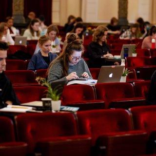 studenten-lenen-steeds-vaker--gemiddeld-700-euro-per-maand