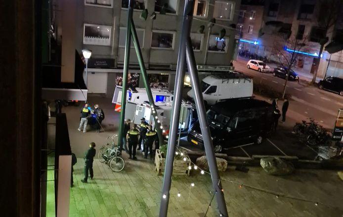 In een voormalige horecagelegenheid aan de Leenderweg heeft de politie zaterdagavond 16 mannen aangehouden die van illegaal gokken worden verdacht. Ook werden diverse grote geldbedragen aangetroffen.