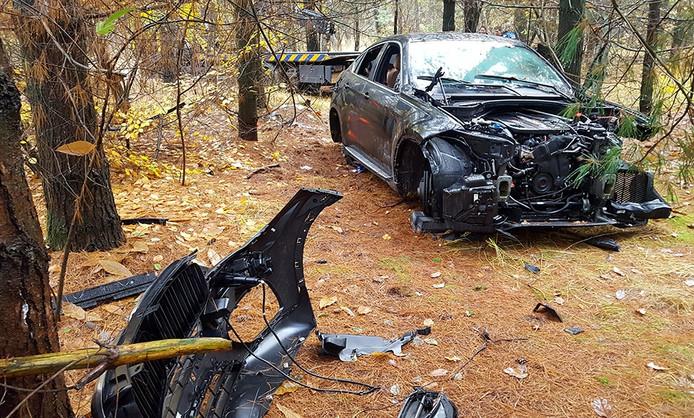 De compleet gestripte BMW X6 zoals die in de Rucphensen bossen werd aangetroffen.