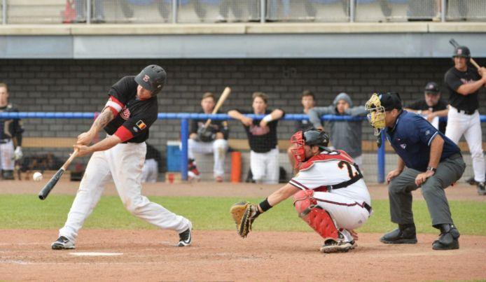 Thomas de Wolf aan slag bij de Red Hawks, het nationale baseballteam. De Belgische competities starten op 11 juni.