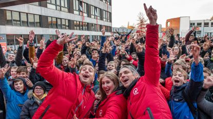 Qmusic bedankt VTI, die zich inzet voor Rode Neuzen Dag, met spetterende ochtendshow op speelplaats