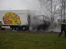 Vrachtwagen in brand op parkeerplaats langs de A50 bij Beekbergen: tankstation afgesloten