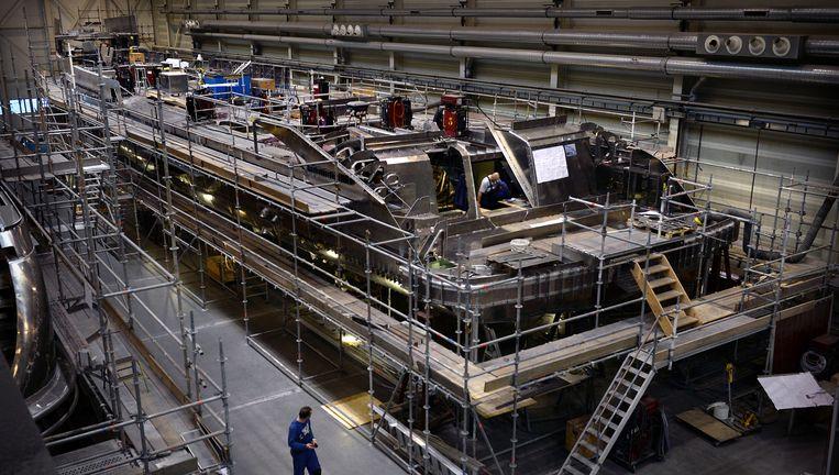 Een superjacht in aanbouw bij Heesen Yachts in Oss. Beeld Marcel van den Bergh/de Volkskrant
