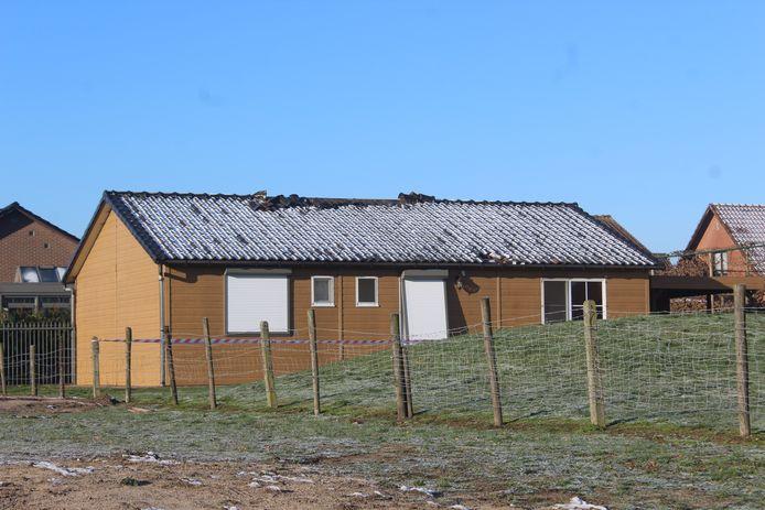 De chalet liep bij de brand ernstige schade op. Daarvoor moeten de twee dertigers nu een schadevergoeding van ruim 86.000 euro betalen.