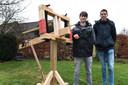 Boyd en Ludolf met hun scorpio. Foto Ed van Alem.