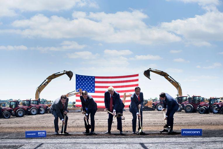 President Trump (midden) bij de opening van een nieuwe locatie van computerbedrijf Foxconn in Mount Pleasant, Wisconsin, juni 2018. Beeld AFP