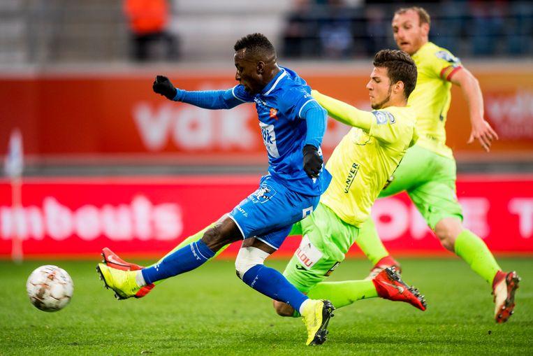 Een speler als Jean-Luc Dompé (hier tegen KV Oostende) bloeide open onder Thorup. Beeld BELGA
