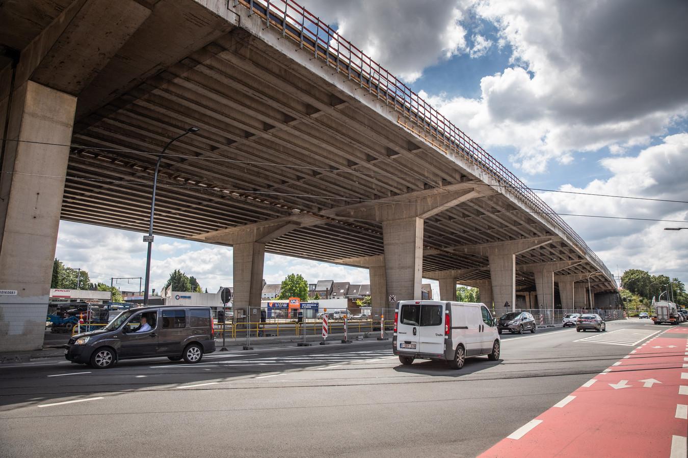 Het viaduct van Gentbrugge gaat momenteel zijn laatste renovatie in.
