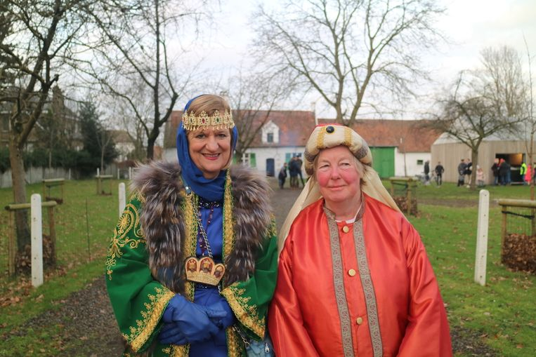 Annemie Versprille en Gilberte Vereecken, twee van de drie koningen uit Wondelgem, vertrokken vanuit Hoeve Lootens.