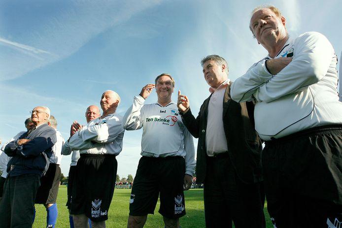 Oud-Varsseveld tegen oud-De Graafschap bij de opening van het nieuwe kleedkamercomplex van Sportclub Varsseveld (2007). Hiddink kon zelf niet meedoen door een knieblessure.