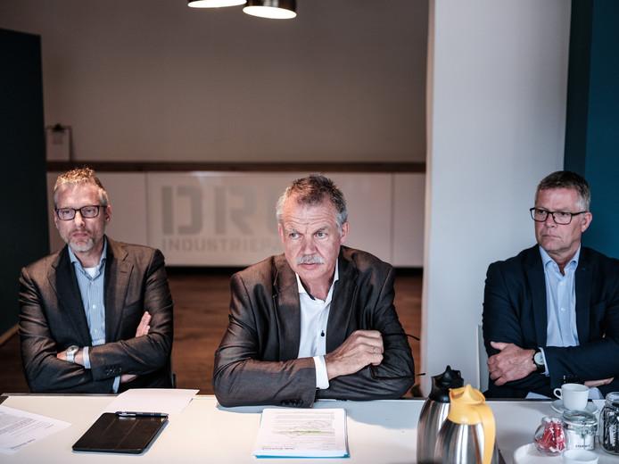Wethouder Peter van de Wardt (midden) tijdens de persconferentie waarin hij bekend maakte dat Oude IJsselstreek uit Laborijn stapt.