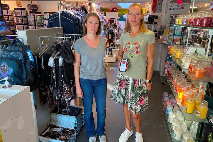 Sally Lenoir en Caroline Fant van dagbladhandel en lingeriewinkel Famica uit Burst zagen hun verkoop sinds de Facebookban met 50% dalen.