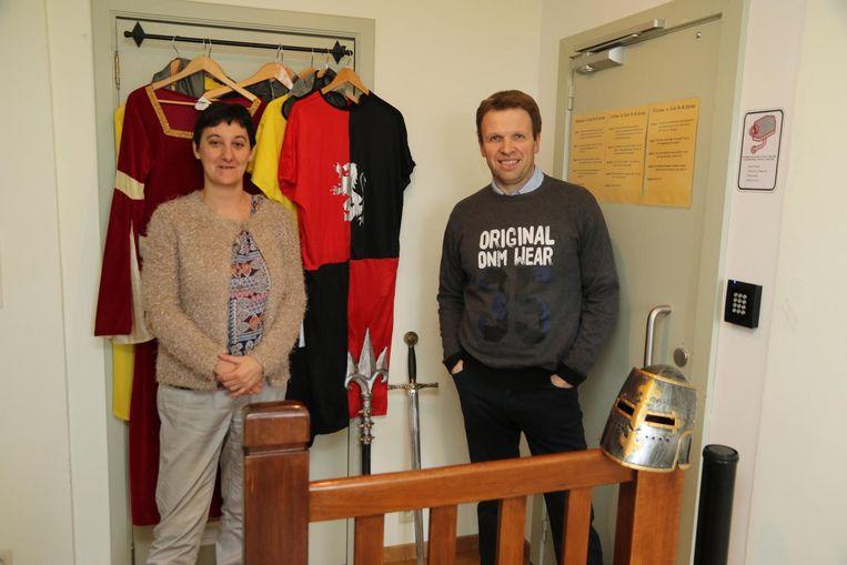 Carla Alaimo (42) en Pascal Clarisse (43) bij hun middeleeuwse escape room in Komen.