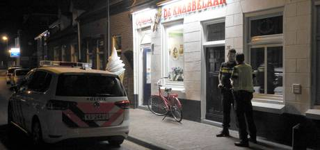 Gemaskerde man pleegt overval op cafetaria De Knabbelaar in Gemert
