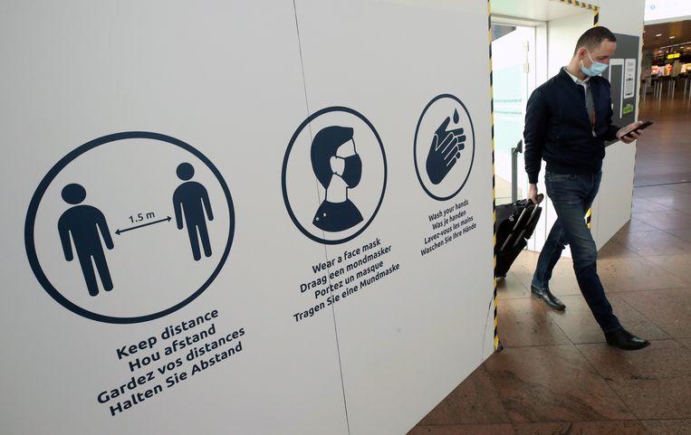 Een passagier op Brussels Airport. Beeld REUTERS