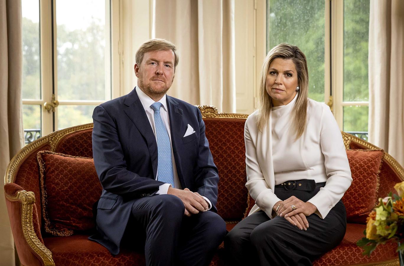 Koning Willem-Alexander en koningin Máxima bedanken hulpverleners voor hun inzet tijdens de rellen.
