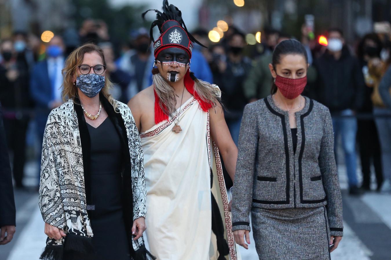 Burgemeester Claudia Sheinbaum (rechts) herdenkt het inheemse verzet tegen de Spaanse kolonisten. (12/08/2021)