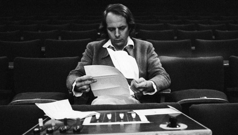 Karlheinz Stockhausen achter de mengtafel in 1970. Beeld Brigitte Hellgoth