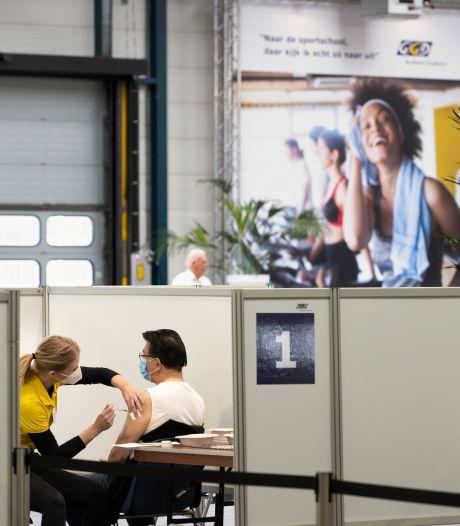 GGD gaat vaccineren zonder afspraak in sporthal De Braak en hoopt dat meer Helmonders een coronaprik halen
