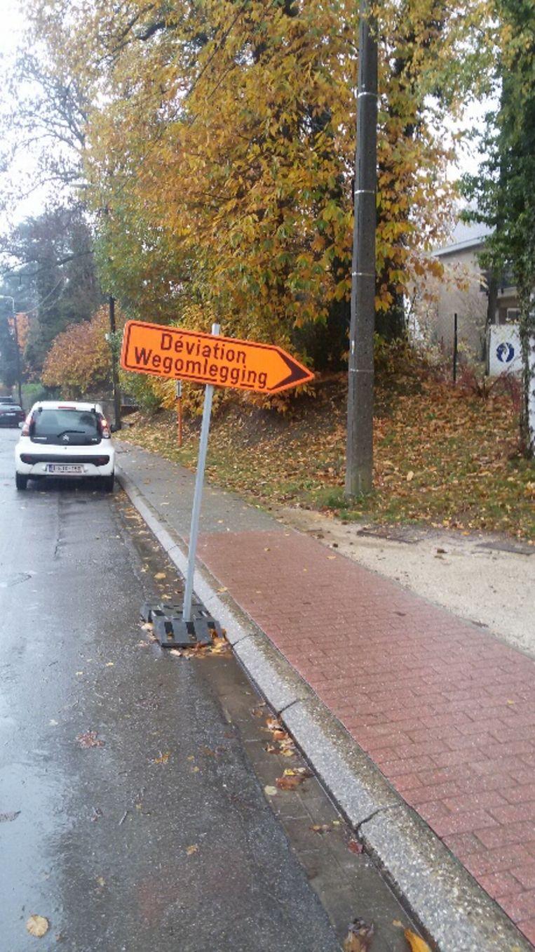 Bruno Stoffels kaartte ook de signalisatieborden van de aannemer in het centrum aan.
