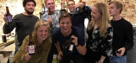 Pinpas, auto en mailbox: bierbrouwer Janneke draagt het allemaal over aan studenten tijdens haar vakantie